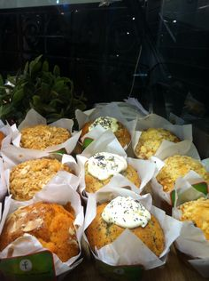 Cafe de Lucca muffins to go