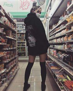 Music Cover looks koreanische Straßenmode Korean Street Fashion, Street Fashion Tumblr, Tokyo Street Fashion, Grunge Fashion, Asian Fashion, Korean Street Styles, Korean Style, Korean Girl, Asian Girl