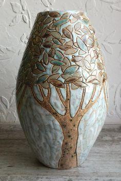 Pottery Painting Designs, Pottery Designs, Pottery Ideas, Ceramic Birds, Ceramic Vase, Ceramic Pottery, Slab Pottery, Ceramic Clay, Pottery Sculpture