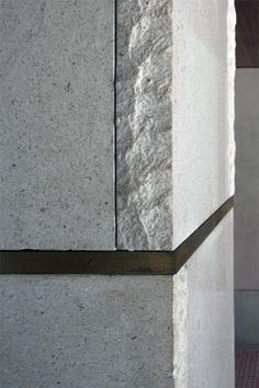Carlo Scarpa - Olivetti Showroom (Brass detail - alternating end of stone) Carlo Scarpa, Architecture Design, Joinery Details, Stone Facade, Assemblage, Wall Cladding, Brick And Stone, Stone Tiles, Wood And Metal