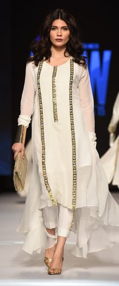Day 2 at Telenor Pakistan Fashion Week 2015 brought Gul Ahmed most refined and luxe silky and flary silhouettes presented with glamour. Pakistani Formal Dresses, Pakistani Outfits, Indian Outfits, Simple Dresses, Casual Dresses, Stylish Dresses, Casual Wear, White Fashion, Indian Fashion