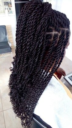 How to style the box braids? Tucked in a low or high ponytail, in a tight or blurry bun, or in a semi-tail, the box braids can be styled in many different ways. Box Braids Hairstyles, My Hairstyle, African Hairstyles, Popular Hairstyles, Black Hairstyles, Protective Hairstyles, Hair Updo, Protective Styles, Natural Updo Hairstyles