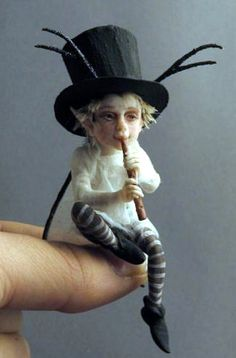 Fairystudiokallies: Februar Would be fun to put trigs for antlers through the brim of a tiny hat for a Spirit Doll. Woodland Creatures, Magical Creatures, Fantasy Creatures, Elfen Fantasy, Elfa, Kobold, Elves And Fairies, Baby Fairy, Fairy Art