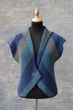 Hanne Falkenberg handknit vest – knitting vest – Knitting for Beginners Knitting Designs, Knitting Stitches, Free Knitting, Baby Knitting, Diy Crafts Knitting, Diy Crafts Crochet, Pull Crochet, Knit Crochet, Knit Vest Pattern