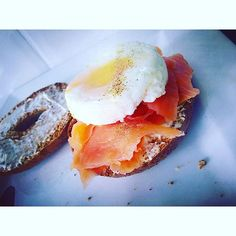 When rest day falls on a Sunday it's always going to start well  • A Whloemeal Bagel with light Philadelphia, Smoked Salmon and a Poached Egg #healthychoices #brunch ✨