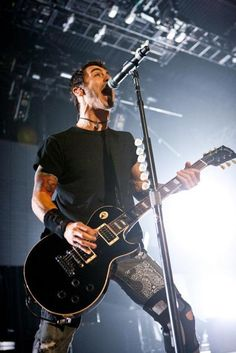 More Sully Erna.... Vocals in action
