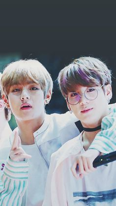 OMG, S H I P, I CANT THEY LOOK LIKE ANGELS VKOOK/TAEKOOK 4 LIFE