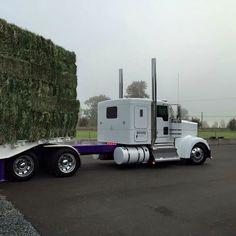 Semitrckn — Kenworth custom W900L loaded with hay
