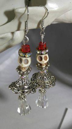 Skull earrings (Shakespearean gentlemen), steampunk earrings, Halloween earrings, Goth earrings, Day of the Dead earrings - Awesome Skulls Charm Jewelry, Boho Jewelry, Beaded Jewelry, Handmade Jewelry, Jewelry Design, Punk Jewelry, Jewelry Clasps, Bullet Jewelry, Disney Jewelry