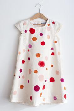 UKKONOOA: Tuunattu synttärimekko / DIY spotty birthday dress. fabric paints on charity dress.