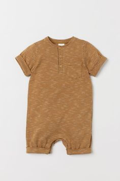 Romper suit in soft, organic cotton jersey with a button placket and chest pocket. Short sleeves and short legs, both with sewn-in turn-ups, Pyjamas, World Of Fashion, Fashion News, Salopette Short, Style Personnel, Romper Suit, Cotton Jumpsuit, Short Legs, Coton Bio