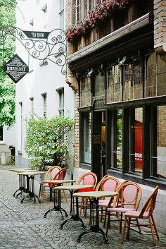 I can never get enough of these charming outdoor cafés. This photographer's Flickr page is a treasure, by the way - well worth a click. {Natasha, via this is glamorous}