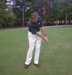 Golf Tips keep solid left wrist through chipping motion - If you struggle with chip shots in golf, learning the Formula is a great way to improve your distance control and achieve better results. Golf Push Cart, Golf Ball Crafts, Golf Training Aids, Golf Club Grips, Golf Putting Tips, Best Golf Clubs, Golf Chipping, Golf Club Sets, Golf Drivers