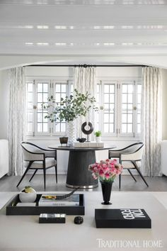 "Today we are showcasing Elegant Dining Table Centerpiece Ideas"". And get inspired. Home Decor Inspiration, Traditional House, Modern Dining Room, Traditional Home Magazine, Dining Table Centerpiece, Home Decor, Elegant Dining Room, Dining Room Decor Elegant, House And Home Magazine"