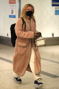 Cream Jeans, Louis Vuitton Luggage, Florence Pugh, Marvel Women, Rihanna, My Girl, Celebrity Style, Casual Outfits, Normcore