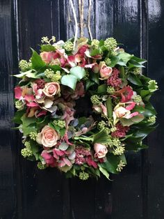wreath - roses - ivy - hydrangea - sedum - Lilly is Love Christmas Door Wreaths, Christmas Flowers, Deco Floral, Arte Floral, Wreaths And Garlands, Holiday Wreaths, Wreath Crafts, Diy Wreath, Corona Floral