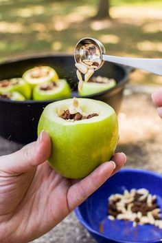 Dutch oven baked stuffed apples, perfect for campground cooking. Cast Iron Cooking, Oven Cooking, Skillet Cooking, Cooking Dishes, Fire Cooking, Baked Stuffed Apples, Baked Apples, Dutch Oven Camping, Beef