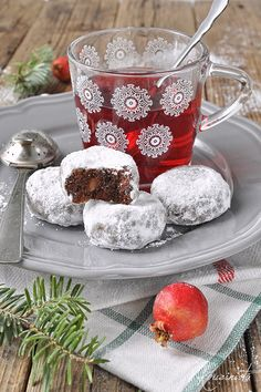 Chocolate buns with chocolate drops and almond / Double chocolate almond snowball cookies Greek Sweets, Greek Desserts, Greek Recipes, Xmas Food, Christmas Cooking, Sweets Recipes, Cooking Recipes, Chocolate Snowballs, Greek Cookies