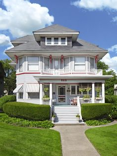 There's no questions--This Illinois Victorian has gorgeous #curbappeal. #hgtvmagazine http://www.hgtv.com/landscaping/curb-appeal-across-the-country/pictures/page-9.html?soc=pinterest
