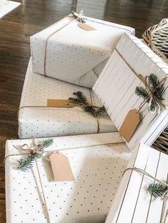 Christmas Gift Wrapping, Xmas Gifts, Christmas Presents, Christmas Crafts, Christmas Ideas, Christmas Beauty Hamper Ideas, Simple Christmas Gifts, Scandinavian Christmas Decorations, Birthday Gift Wrapping