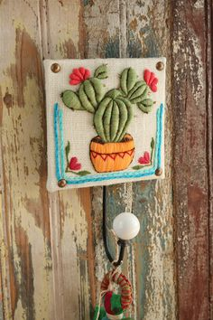 Bordado Sol Álvarez Roldán - Evia Tienda Ribbon Embroidery, Embroidery Art, Embroidery Stitches, Embroidery Patterns, Modern Embroidery, Cactus Craft, Diy And Crafts, Arts And Crafts, Crochet Cactus