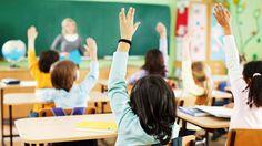 Eğitimciler/öğretmenler olarak zamanımızın çoğu sınıfı yönetmeye çalışmakla geçiyor. Sınıfta kuralları tamamlayıp, düzeni sağladıktan sonrasıkolayca geliyor. Peki sınıf yönetimini kolaylaştırmak i…