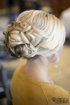 This updo is perfect for the races it shows sofistication without being dull, for an alternative twist this could also be worn to the side.