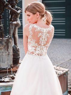 Lace Wedding, Wedding Dresses, Tops, Fashion, Wedding Dress Lace, Ball Gown, Dress Wedding, Curve Dresses, Bride Dresses