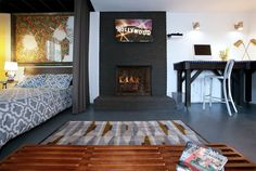 Guesthouse in Los Angeles, United States. Awesome basement level two room studio facing pool.  Close to:  DTLA - HOLLYWOOD - ALL FREEWAYS.   Located in Hipster Central, a short Uber ride to DTLA & Hollywood.  Walk to Dodger, Stadium,  Lassen's Organic Market or the famous Gold Room on Sun...