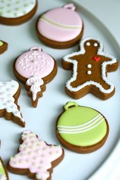 pastel christmas cookies via @Sweetopia ~ Marian Poirier #holidayentertaining #cookieexchange