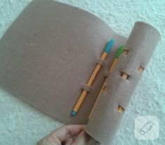 It's so easy to make this pen holder. Pen Holders, Elsa, How To Make, Diy, Do It Yourself, Bricolage, Handyman Projects, Jelsa, Crafting