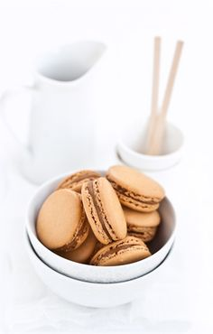 Macarons al caramello al burro salato | by http://cilieginasullatorta.it