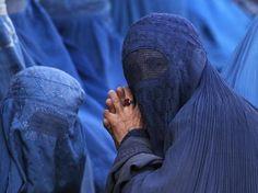 Yemen troops kill Al-Qaeda suspects disguised as women wearing burka Yves Klein, Al Qaeda, Troops, Cover Up, Women Wear, People, How To Wear, Blue, Veils