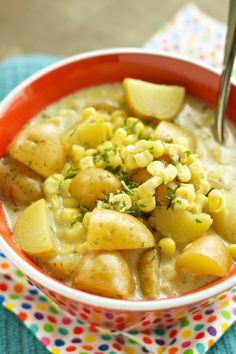 This will become a family favorite right away! You'll love this corn and potato chowder. the best part is it's made in the slow cooker! Crock Pot Soup, Crock Pot Slow Cooker, Crock Pot Cooking, Slow Cooker Recipes, Crockpot Recipes, Soup Recipes, Vegetarian Recipes, Dinner Recipes, Cooking Recipes
