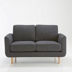 Le canapé 2 places Jimi. Coloris pastels et accueil très moelleux, ce canapé s'associera parfaitement à un salon d'inspiration nordique avec des meubles aux tons clairs pour un intérieur doux et cosy. Dimensions canapé 2 places Jimi :Longueur : 130 cmHauteur : 80 cmProfondeur : 79 cmAssise : L106 x H45,5 x P53,5 cmCaractéristiques canapé 2 places Jimi :Revêtement :Tissu légèrement chiné en 90% polyester, 10% coton.Confort :Coussin d'assise garni de mousse polyuréthane 28kg/m3 Coussin de…