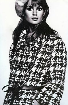 English model Jean Shrimpton in a coat by Sylvia Mills, as published in the September issue of Vogue magazine, United Kingdom, photograph by David Bailey. Jean Shrimpton, David Bailey, Margaret Thatcher, 60s And 70s Fashion, Vintage Fashion, Gothic Fashion, High Fashion, Winter Fashion, Women's Fashion