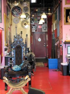 "That's Kat's ""throne"" with her bags on the seat. Kat Von D House, Hollywood Tattoo, Tattoo Studio Interior, Ink Master, Tattoo Parlors, I Cool, Saturated Color, Shop Interiors, Future Tattoos"