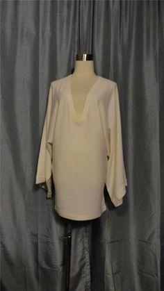 ELIZABETH & JAMES Ivory V-Neck 100% Cashmere Wide Sleeves Sweater Dress Size XS #ELIZABETHJAMES #SweaterDress