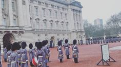 #buckingham #palace  changing the guards. by g.kang_