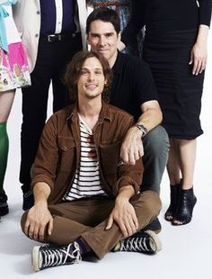 Thomas Gibson and Matthew Gray Gubler... You guys!!! This is what inspires us to write fanfic. Two guys almost, but completely touching.