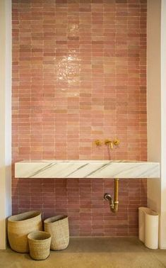 pink tile #bathroominspiration #wovenbaskets #terracottatiles #terracottatile #marblesink #brasshardware Classic Home Decor, Classic House, Natural Home Decor, Unique Home Decor, Decor Scandinavian, Cabana, Cheap Bathrooms, Gothic Home Decor, Southern Homes