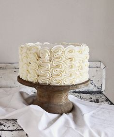 How to make a frilly ruffle cake in just a few minutes! Cake Decorating Techniques, Cake Decorating Tips, Cake Icing, Eat Cake, Buttercream Cake, Frosting, Cake Cookies, Cupcake Cakes, Baby Cakes