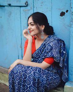 Stylish Girl Images, Stylish Girl Pic, Beautiful Girl Indian, Beautiful Saree, Kajol Saree, Indigo Saree, Saree Poses, Bandhani Saree, Frock For Women