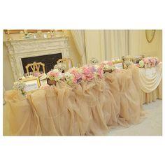 ウェディングレポート✒ 高砂 * * 高砂はこんな感じになりました #T&G での結婚式が決まった時から、チュール高砂は絶対❗❗と決めてました(笑) * アンティークがテーマにあったので、チュールはピンクベージュで、ふわふわに❤ * * お花は、薔薇やかすみそうを中心に、春らしいピンクやラベンダーをたくさん使ってくれてましたぁ * #groom #bride のフレームは、持ち込みで#IKEA のもの✨それに、#洋書 をお取り寄せして、使っていただきました☺ * * #プレ花嫁卒業#プレ花嫁#結婚式#披露宴#アンティーク#薔薇#かすみ草#チュール#高砂#高砂装花#迎賓館#ウェディングレポート#ウェディングレポ#2016swd #チュール高砂