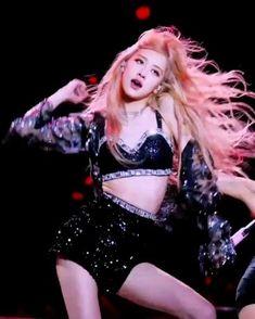 ★☆ 𝙧𝙤𝙨𝙚 𝙞𝙣 𝙘𝙤𝙖𝙘𝙝𝙚𝙡𝙡𝙖 ⛓‧☆₊ – Jennie Rose Video, Blackpink Video, Lisa Blackpink Wallpaper, Rose Wallpaper, Aesthetic Videos, Red Aesthetic, Kpop Gifs, Black Pink Kpop, Gfriend Sowon