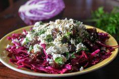 Ennél a datolyás-fetás-szezámmagos salátánál a káposztát sóval és citrommal meglágyítjuk, tetejére pedig mehet a datolya, feta sajt és a szezámmag...ennyi. Feta, Potato Salad, Buffet, Cabbage, Potatoes, Vegetables, Health, Ethnic Recipes, Health Care