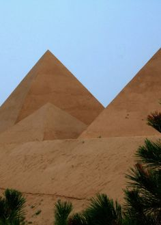pyramids of Egypt expose the country tradition