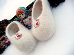 Babushka ballerina felted slippers- C All Free Crochet, Knit Or Crochet, Cute Crochet, Crochet Baby, Crochet Slipper Pattern, Crochet Shoes, Crochet Patterns, Crochet Tutorials, Crochet Ideas