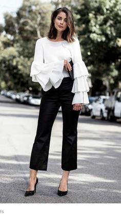 30 Black And White Minimalist Outfit35