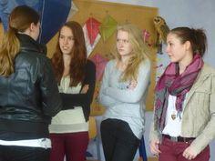 Schülerinnen im Interview mit dem Radio, über ihre Erfahrung in der Aktionswoche.